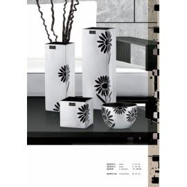 Silver Vase Daisies